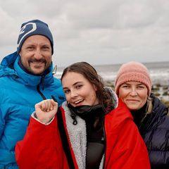 24. Oktober 2020  So sehen stolze Eltern aus!Prinzessin Ingrid Alexandra hat das Finale der Surf-Juniorinnen im norwegischen Jæren gewonnen, und die Kronprinz Haakon und Prinzessin Mette-Marithabenes sich nicht nehmen lassen, ihre Tochter dabei kräftig anzufeuern.