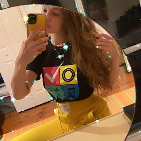 """Mit diesem Posting will Gigi Hadid zum Wählen aufrufen - Fans fällt aber vor allem die schmale Taille der Neu-Mama auf. Sie schreiben """"Dubist zurück, als wäre nichts gewesen..."""""""