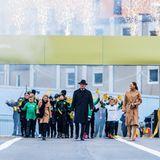 """25. Oktober 2020  Mit Feuerwerk, Musik und vielen Zuschauern und Gästen eröffnen König Carl Gustaf zusammen mit seiner Tochter Victoria und Enkelin Estelle die neue Schleusenbrücke """"Slussbron"""" in Stockholm."""