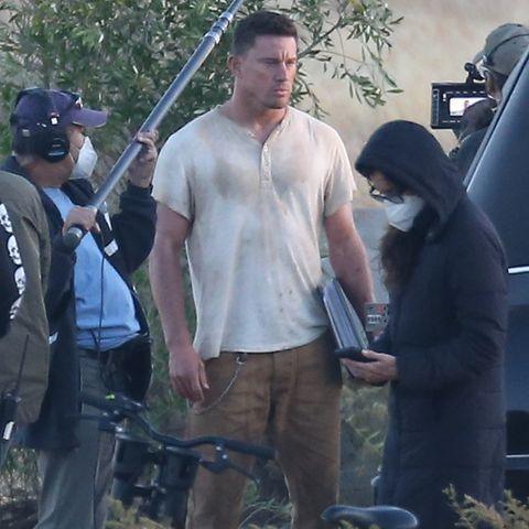 """Schauspieler Channing Tatum gibt mit dem Roadmovie """"Dog"""" sein Regiedebüt. Der Film ist inspiriert von seiner 2018 an Krebs verstorbenen Hündin """"Lulu"""". Tatum spielt einen Army Ranger, der sich mit seinem Hund auf den Weg zur Beerdigung seines besten Freundes macht. Der Film wird 2021 in die Kinos kommen."""