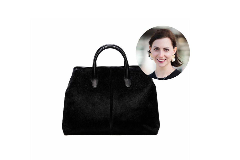 """Moderedakteurin und Taschen-Fan Kathrin möchte die """"Bold""""-Tasche von Weiter United am liebsten nicht mehr hergeben."""