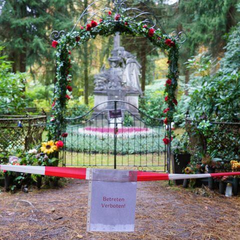 Die Grabstätte von Jan Fedder wurde vorübergehend abgesperrt.
