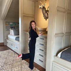 Gute Laune im Kinderzimmer: Mit Plüschtier und wunderschönen Möbeln in Beige-Grauzaubert Politikertochter und Maklerin Bristol Palin ihren Kindern Tripp, Sailor und Atlee ein gemütliches Zuhause.