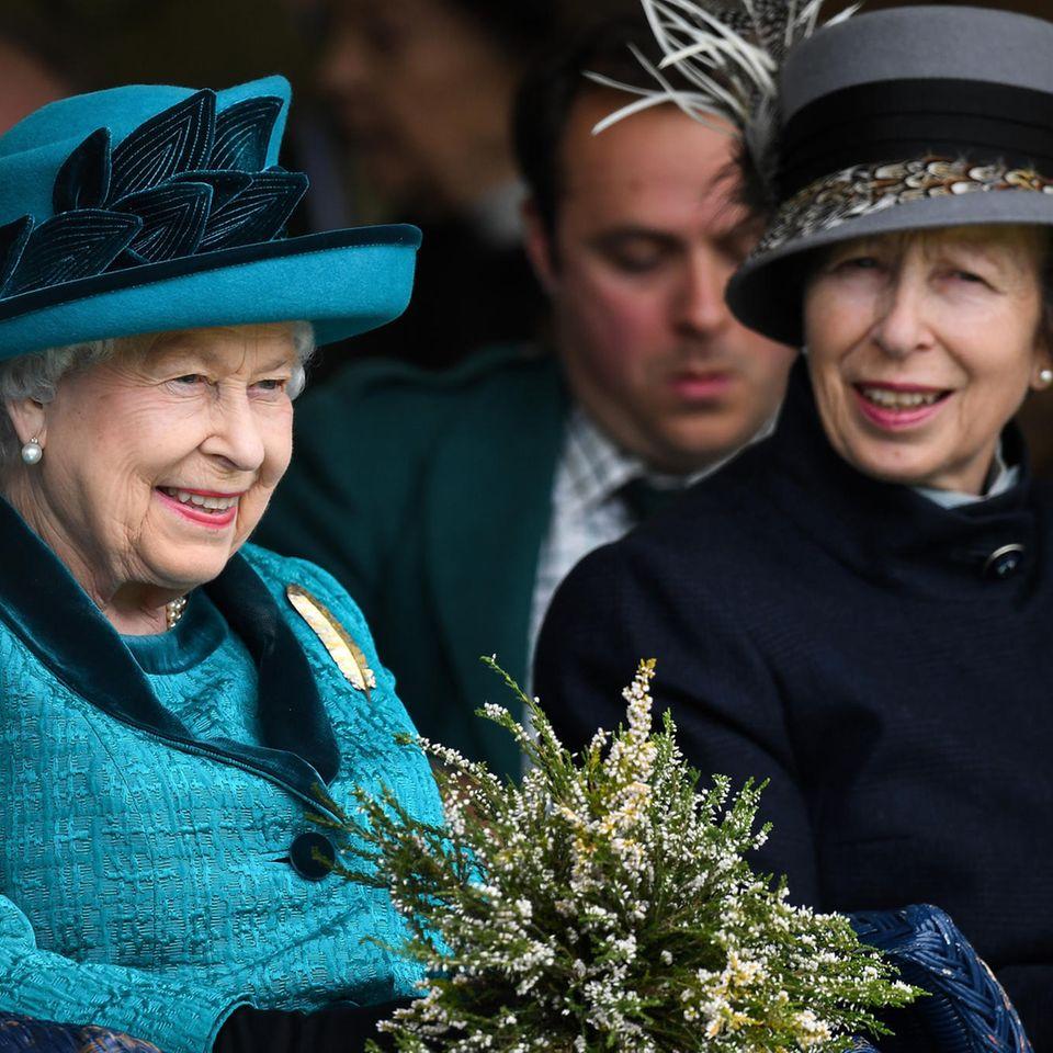 Queen Elizabeth und Prinzessin Anne