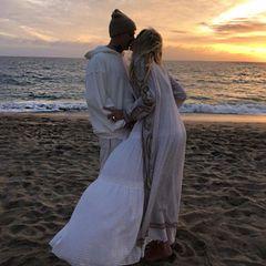 Jessica Hart feiert Baby- und Verlobungsparty