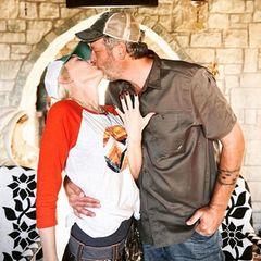 Gwen Stefani zeigt ihren Verlobungsring