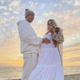 Jessica Hart zeigt ihren Verlobungsring