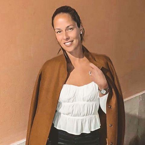 """Ana Ivanovic versteckt ihre """"Bottega Veneta""""-Tasche hinter ihrem Mantel"""