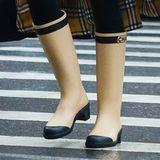 Irina Shayk trägt Gummistiefel von Chanel