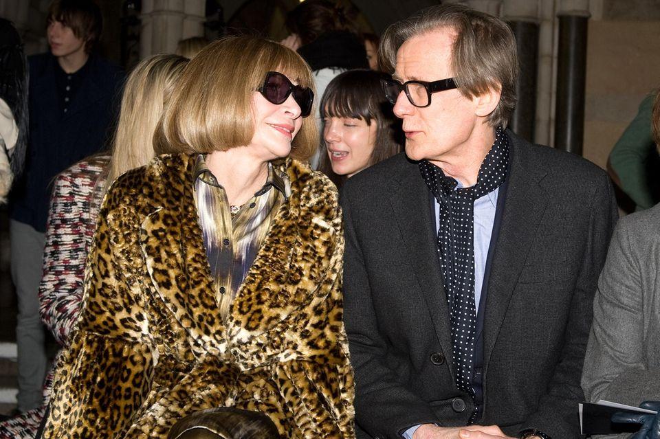 """Der Neue? Der britische Schauspieler Bill Nighy (""""Tatsächlich... Liebe"""") taucht bereits seit einiger Zeit öfters an der Seite von Anna Wintour auf."""