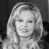 19. Oktober 2020: Gisela Muth (60 Jahre)  Gisela Muth gehörte zur deutschen High Society, auch auf Promi-Events war sie ein gern gesehener Gast. Vor allem mit ihremextravaganten Modestil machte die Kosmetikunternehmerin auf sich aufmerksam. Ihre auffallenden Kleider designte die schillernde Frau von Unternehmer Dr. Hans-Georg Muth meistens selbst. Mit ihrem Ehemann, mit dem sie mehr als 30 Jahre verheiratet war, lebte dieDüsseldorferin auchin Cannes an der Côte d'Azur. DieSociety-Lady ist im Alter von 60Jahren überraschend verstorben. Die Beisetzung fand im engsten Familienkreis statt, genauere Todesumstände sind bisher nicht bekannt.