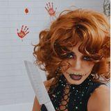 Schauspielerin Vanessa Hudgens ist ein großer Halloween-Fan. In diesem Jahr setzt sie sich blutrünstig im eigenen Badezimmer in Szene.