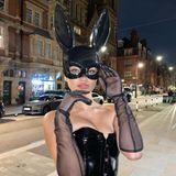 """Topmodel Shanina Shaik macht als """"Lola, the bad bunny"""" die Straßen von London unsicher."""