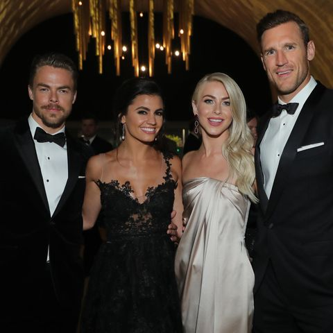 Derek Hough, Hayley Erbert, Julianne Hough und Brooks Laich posieren am 9. September 2017 gemeinsam bei den Creative Arts Emmy Awards 2017.