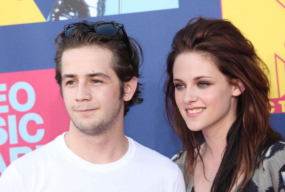 Michael Angarano und Kristen Stewart im Jahr 2008