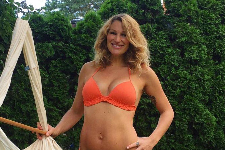 Janni Hönscheid zeigte sich kurz nach der Geburt von Emil-Ocean 2017 im Bikini.
