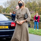"""Königin Máxima hat sich beim Besuch des BovenIJ Krankenhauses in Amsterdam in Sachen Schmuck nicht lumpen lassen. Frei nach dem Motto """"Nicht kleckern, sondern klotzen"""" entschied sich die Monarchin für eine Ring-Kombination der Extraklasse."""
