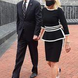 Im eleganten Schwarz-Weiß-Look mit Schößchen besucht Jill Biden mit ihrem Mann Joe einen Memorial Park in Delaware.