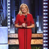 Feurige Eleganz bringt Dr. Jill Biden auf die Bühne der Tony Awards 2017.