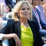 Knallige Farbtöne gleicht Jill Biden mit einem dezenten Blazer aus.
