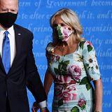 Im blumigen Look von Dolce & Gabbana macht Jill Biden bei der dritten TV-Debatte der US-Präsidentschaftkandidaten eine tolle Figur. Besonderer Hingucker ist die perfekt dazu passende Maske.