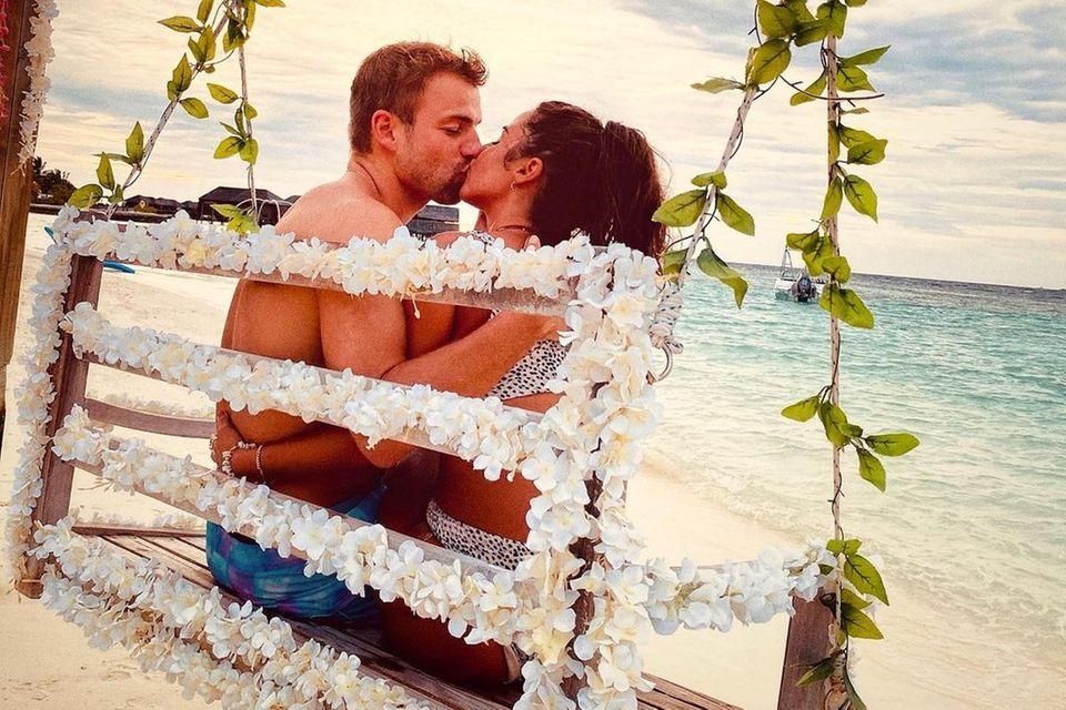 Julian Büscher und Sarah Lombardi haben sich im Oktober auf den Malediven verlobt.