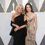 Auch auf dem Red Carpet macht Jill Biden im schwarzen One-Shoulder-Look eine tolle Figur. Die Oscar-Verleihung 2016 besuchte sie gemeinsam mit ihrer Tochter Ashley.