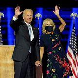 Ihren ersten offiziellen Auftritt als künftige First Lady der USA absolviert Dr. Jill Biden sehr stylisch im asymmetrischen Blumen-Look aus der Resort-Kollektion 2020 von Oscar de La Renta. Die Designer dürften sich jetzt darum reißen, die Frau an der Seite des 46. US-Präsidenten, der am 20. Januar eingeschworen wird, einzukleiden.