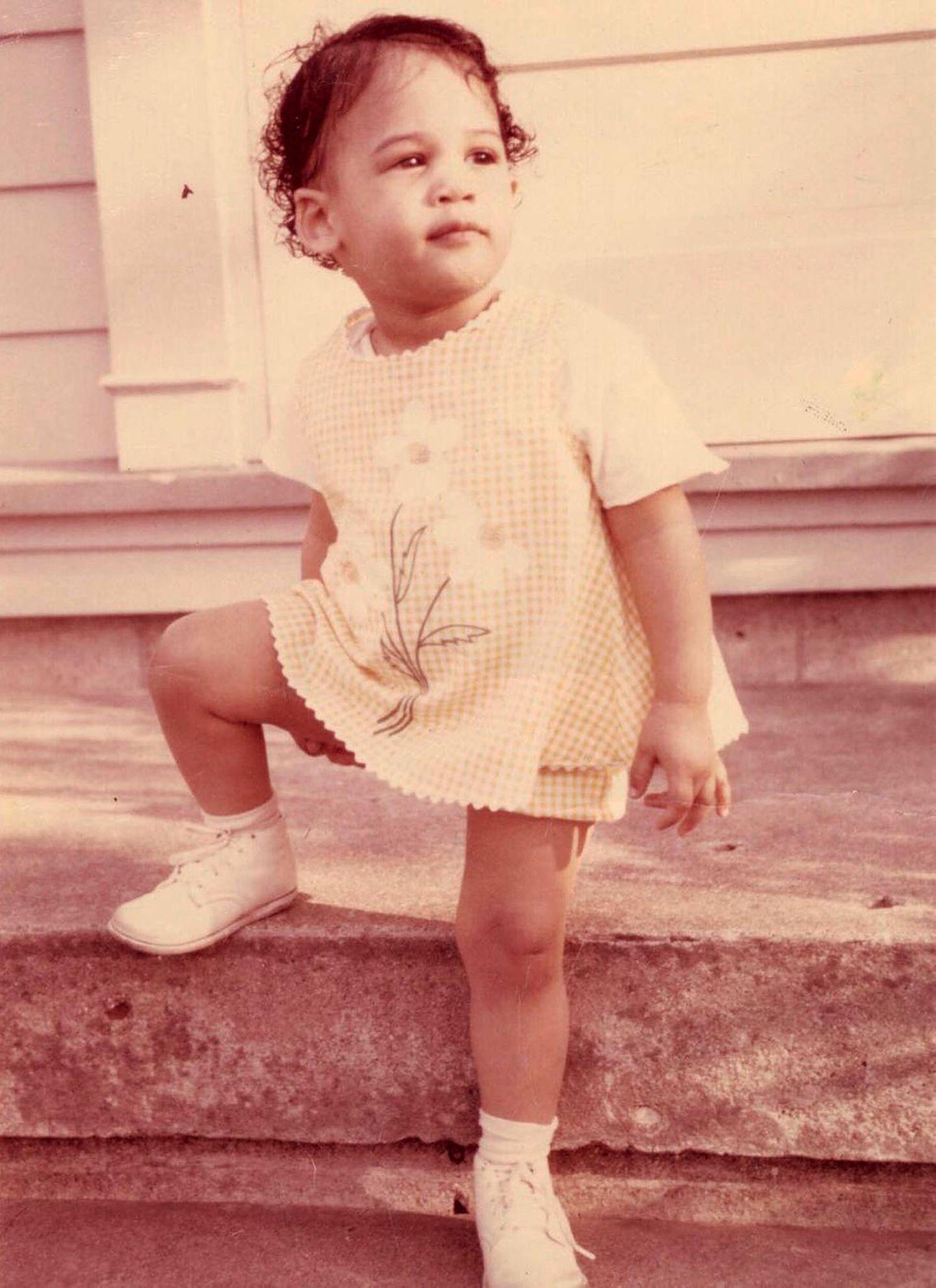 Kamala Harris  Schon früher hat die 1964 geborene Akademiker-Tochter einen festen Stand, ihr Werdegang als Juristin und Politikerin ist beeindruckend, aber hat sie damals schon ahnen können, dass sie einmal Geschichte schreiben würden?