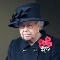 Queen Elizabethund ihre Familie erscheinen am Cenotaph,einem Kriegsdenkmal im Londoner Regierungsviertel. Mit demNational Service of Remembrance, so der Name der abgehaltenen Zeremonie, ehren die Royals im Krieg gefallene britischeSoldaten, Commonwealth-Militärs und Frauen. Auch hochrangige Politikerund MitgliederderStreitkräfte nehmen an dem Gedenkakt teil - wegen der Corona-Pandemie allerdings in drastisch reduzierter Anzahl. Besucher aus dem Volk sind dieses Jahr erstmals nicht zugelassen.