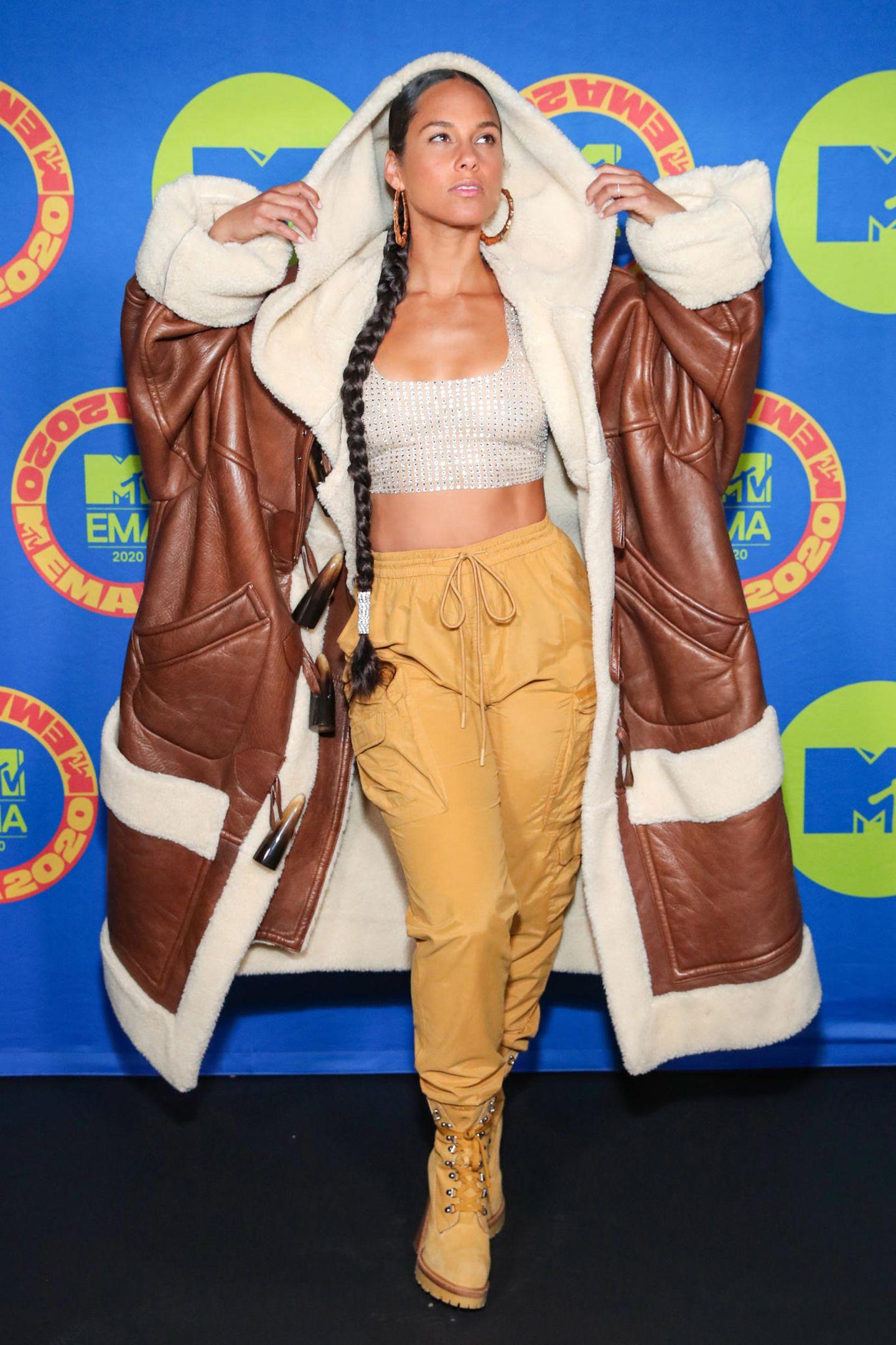 Alicia Keys mit XXL-Mantel bein den EMA's 2020