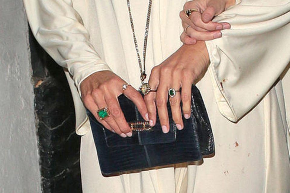 Kate Moss trägt einen neuen Ring an ihrem linken Ringfinger