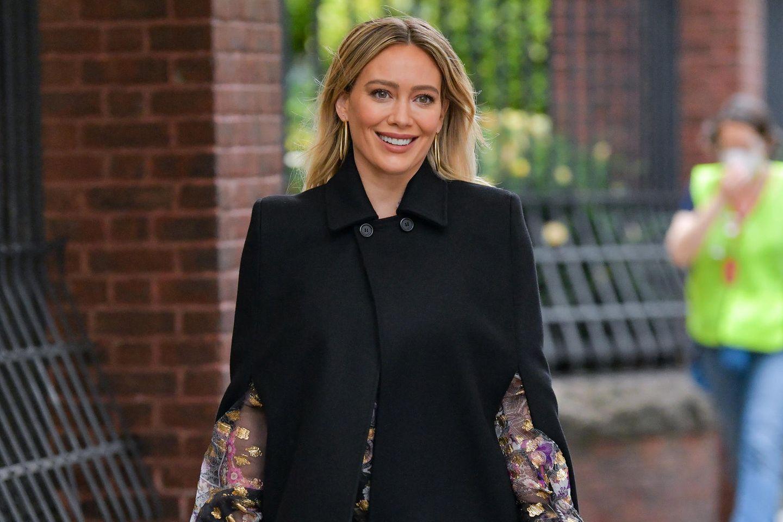 """Hilary Duff bei Dreharbeitender Serie""""Younger""""."""