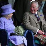 Auch sieben Jahrzehnte später ein royales Dream-Team:Der fröhliche SchnappschussvonQueen Elizabeth und ihrem Sohn komplementiert denGeburtstagsgruß des Königshausesund ist eine wahre Freude für alle Royal-Fans.