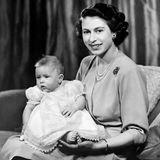 14. November 2020  Happy Birthday, Prinz Charles! Zum Geburtstag des britischenThronfolgers teilt das Königshaus ein schönes Foto aus dem Familienalbumder Windsors auf Instagram. Auf dem Schoß seiner Mutter Queen Elizabeth ahnt der kleine Charles damals noch nicht, dass er mit 72 Jahren derdienstälteste Thronanwärter in der Geschichte der britischen Monarchie sein wird.