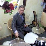 """Rock-Opa Charles an den Drums - nicht bei """"Queen""""."""