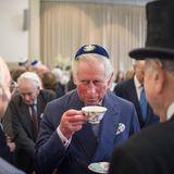 Kann sich auch bedeckt halten: Der Prince of Wales bei einem Besuchin einer Synagoge in London.