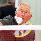 Auch beim Federball zeigt sich der britische Thronfolger von seiner sportlichen Seite.