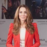 Herzogin Catherine im roten Zara-Blazer