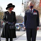Herzogin Camilla trägt eine Chanel Tasche am Volkstrauertag