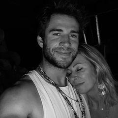 """Und auch Chris' kleiner Bruder Liam Hemsworth findet zu diesem Foto liebevolle Worte für seine Mutter Leonie: """"Beste Mutter aller Zeiten. Beste Person aller Zeiten. Liebe dich endlos[...] """""""
