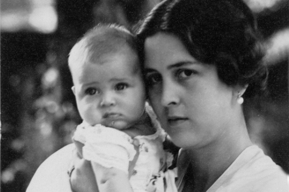 PrinzessinCecilia und ihr Sohn Alexander im Jahr 1933.