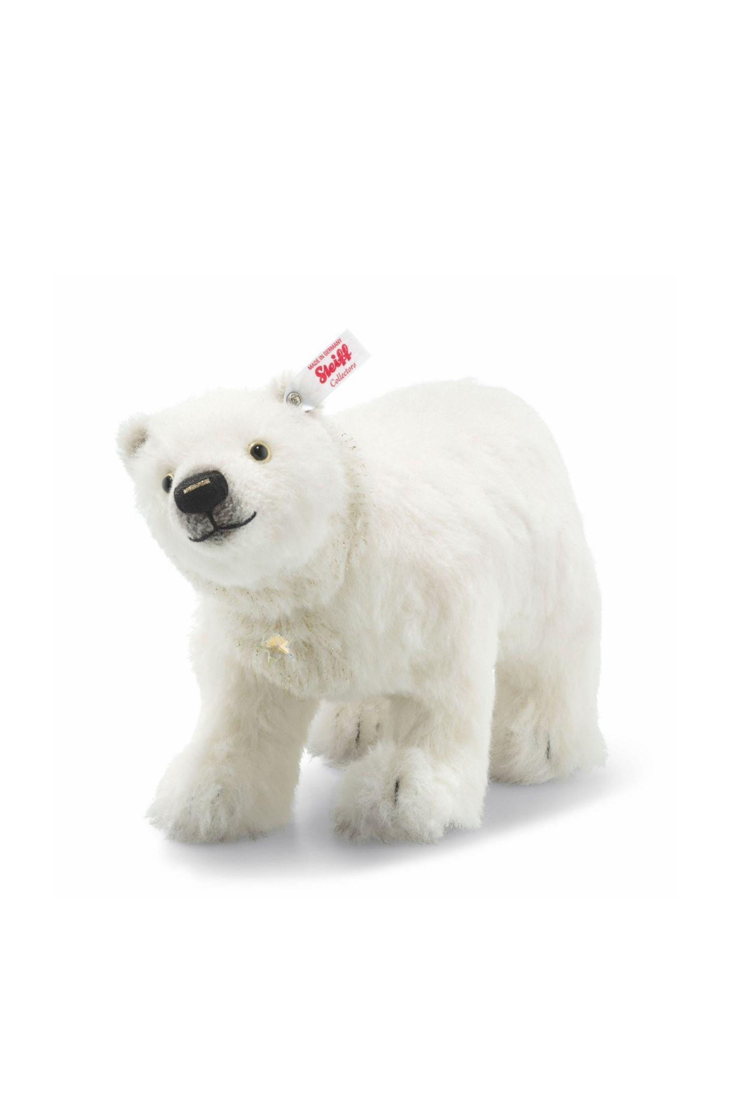 """(H)eiß geliebter FreundFür große und kleine Sammlersind die perfektgearbeiteten Kuscheltiere treue Begleiter. Die neue, streng limitierte Weihnachtskollektion beschert uns viele weitere Lieblinge.""""Polarbär"""" von Steiff, ca. 270 Euro"""