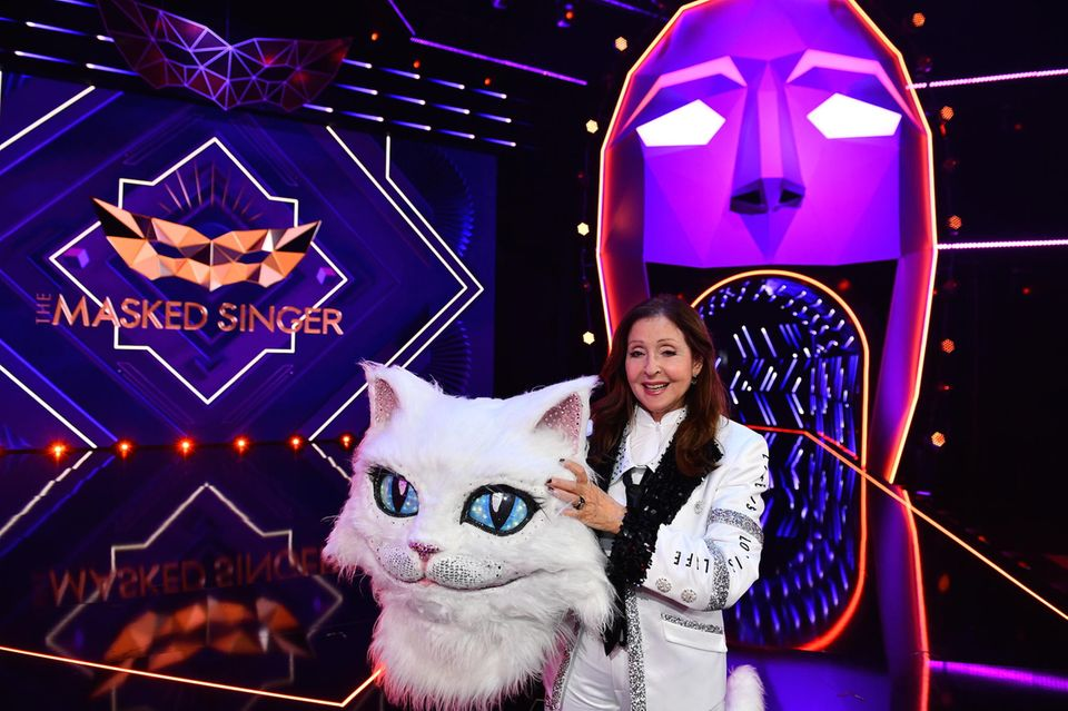 "Vicky Leandros als Katze bei ""The Masked Singer"""