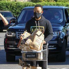John Legend macht heute den Großeinkauf in Los Angeles, schließlich hat er zu Hause einige hungrige Mäulchen zu stopfen.