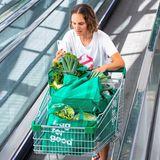 Grüner wird's nicht! Hollywoodstar Natalie Portman ist zur Zeit für Dreharbeiten in Australien, wo sie ebenso auf einegesunde Ernährung zu achten scheint. Gelassenschiebt die Schauspielerin einenEinkaufswagen vollerGrünzeug aus dem Supermarkt in Sydney.