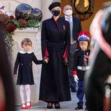 Fürstin Charlènes Kleid passt gut zu dem Look ihrer Kinder