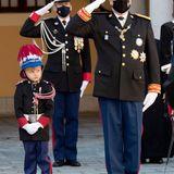Auch ihr Zwillingsbruder Jacques beobachtet während der Zeremonie jede Bewegung seines Vaters. Der kleine Prinz soll ja schließlich eines Tages die Thronfolge im Fürstentum antreten.