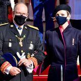 """Fürst Albert und Fürstin Charlène zeigen sich während der """"Fête du Prince"""" stets vorbildlich mit Mund-Nasenschutz in der Öffentlichkeit. Und Charlène wirkt auch so wunderschön elegant."""