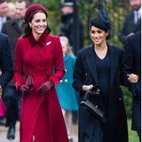 Zur Weihnachtsmesse im Jahr 2018 glänzt Herzogin Kate in einem edlen Allover-Look in Rot. Sogar ihre Accessoires wie Tasche, Handschuhe und ihr Hut ist auf die Hingucker-Farbe abgestimmt. Dass Kate ein Fan von Rot ist, hat sie auch an ihre Tochter Charlotte weitervererbt.